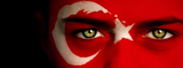 Türk bayrağı gözler